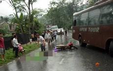 """Ô tô đề biển """"xe đi Đền Hùng"""" tông hai xe máy khiến năm người nhập viện"""