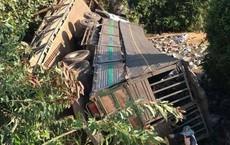 Sập cầu ở Lâm Đồng, xe tải hàng chục tấn rơi xuống sông