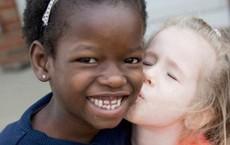 Nhận nuôi bé gái châu Phi, cặp vợ chồng không ngờ sau khi cô bé học tiếng Anh lại tiết lộ một sự thật quá khủng khiếp