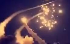 """Patriot """"thần thánh"""" Mỹ phản chủ, Nga nhanh tay hớt mỏ vàng Saudi Arabia: S-400 tham chiến"""