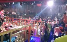 Đột kích quán bar ở trung tâm Sài Gòn, gần 100 dân chơi nghi phê ma túy