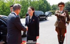 Cuộc gặp diễn ra trên lãnh thổ Triều Tiên, em gái ông Kim Jong-un đích thân đón TT Hàn Quốc