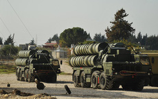 """Tên lửa S-400 """"khuấy đảo"""" khắp thế giới: Đừng đùa khi người Nga làm lái súng đích thực"""