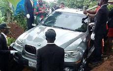 Con trai chôn cất bố trong chiếc BMW mới toanh vì khi bố còn sống chưa kịp mua tặng