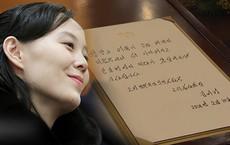 """Chữ viết """"gia truyền"""" của nhà họ Kim: Đẹp, độc đáo và luôn gây ấn tượng trước truyền thông"""