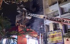 Sau tiếng nổ lớn, 4 căn nhà ở Sài Gòn bốc cháy ngùn ngụt giữa đêm