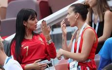 Bạn gái nóng bỏng khoe nhẫn kim cương cỡ bự, Ronaldo đã cầu hôn tại World Cup?