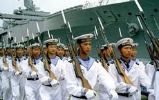 """Chỉ bằng 1 tàu ngầm, Trung Quốc đã """"tặng"""" Mỹ món quà gây sốc ngay trước thời khắc lịch sử"""