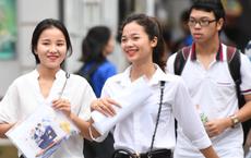 Thí sinh của gần 40.000 phòng thi bước vào làm bài môn Ngữ văn THPT Quốc gia 2018