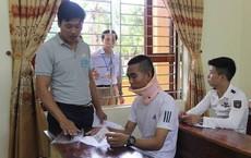 Bị tai nạn, nam sinh vẫn mang nẹp cổ tự tin đi thi