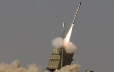 """Hamas phóng rocket tấn công, """"Vòm Sắt"""" Israel đánh chặn, máy bay không kích đáp trả"""