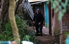 Dọn dẹp căn nhà bỏ hoang 10 năm, nhân viên vệ sinh phát hiện bí mật kinh hoàng trong tấm thảm