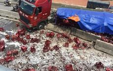 Sau tiếng nổ lớn ở lốp xe, hàng nghìn chai bia vỡ tung toé trên đường