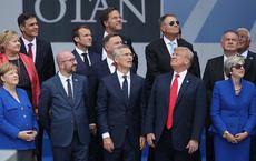Bức ảnh Tổng thống Trump chụp cùng các lãnh đạo NATO gây sốt