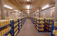Đứng đầu thế giới về lượng dự trữ, hầm của quốc gia này có bao nhiêu tấn vàng?