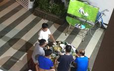 Bị vợ đuổi khỏi nhà vì gọi hàng xóm đến xem World Cup, ông bố vác tivi ra sân tiếp tục cuộc vui