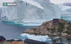 Tảng băng lớn bằng 2 sân bóng đá đang trôi dạt, có nguy cơ gây ra sóng thần