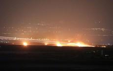 """Ảnh: """"Mưa bom bão đạn"""" rực cháy khu vực biên giới Syria-Israel"""