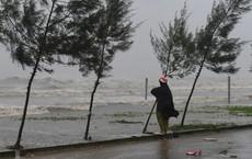Bão Sơn Tinh đang tiến vào đất liền với sức gió giật cấp 11