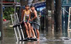 24h qua ảnh: Bão Sơn Tinh gây ngập lụt ở Philippines