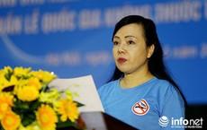 """Xem video Bộ trưởng Bộ Y tế hát """"Người con gái sông La"""" tặng nữ anh hùng La Thị Tám"""