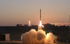 """NÓNG: Israel sợ """"đạn lạc"""" Syria-Tên lửa phòng không mới nhất khai hỏa, diệt nhiều mục tiêu"""