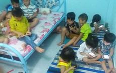 11 đứa trẻ chăm chăm nhìn về 1 hướng - bức ảnh khiến người lớn giật mình, lo âu