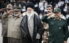 """""""Cấm quân"""" của lãnh tụ Iran đổ về biên giới sau khi thủ tướng Iraq theo Mỹ cấm vận Tehran"""
