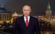 """NYT: Mỹ càng xiết chặt kinh tế Nga, niềm tin vào ông Putin càng """"bùng cháy"""" mãnh liệt"""