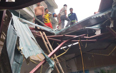 Đứt cáp cẩu toà nhà 33 tầng ở Hà Nội, vật liệu rơi xuyên thủng mái nhà điều hành, có người bị thương