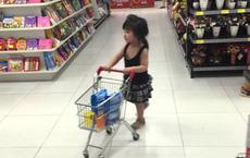 Để con gái 4 tuổi đi siêu thị mua sắm đồ, bà mẹ trẻ khiến người xung quanh sửng sốt