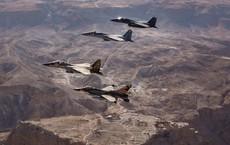 """Israel nã tên lửa không kích, kho vũ khí Syria chỉ còn là """"đống tro tàn"""""""