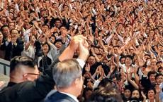 """Bài diễn văn """"dài vượt dự kiến"""" của ông Moon Jae-in nhận được sự hưởng ứng vang dội từ 150.000 người Triều Tiên"""