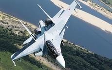 """Phát hiện máy bay """"lạ"""" trên bầu trời Idlib, phi công tiêm kích Su-30SM Nga đã làm gì?"""