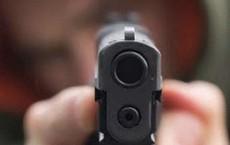 Người đàn ông ở Sài Gòn bắn chết bạn nhậu rồi dí súng vào trán bóp cò tự tử