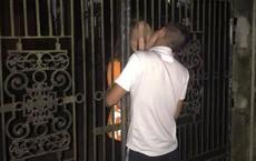Một nụ hôn vội vàng qua cánh cổng, cặp đôi này khiến cư dân mạng nghĩ ra cả đống kịch bản drama