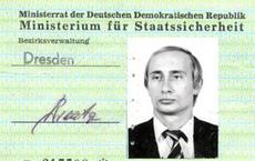 """Phản ứng của Điện Kremlin về """"tấm thẻ Stasi"""" của ông V.Putin"""