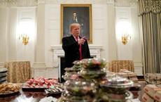 """WaPo: Bữa tiệc náo loạn Nhà Trắng """"giống y hệt"""" cách ông Trump """"che mắt"""" người dân Mỹ"""
