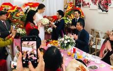 Đại gia Như Loan - mẹ ruột Cường Đô La xuất hiện trong lễ ăn hỏi, trao quà cho con dâu