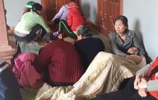Người thân khóc ngất bên thi thể bé 3 tuổi bị xe ben cán tử vong trên đường làng