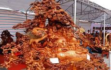 """""""Choáng"""" với bức tượng Phật Di Lặc bằng gỗ hương giá 1,2 tỉ đồng"""