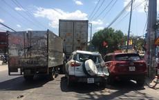 Xe Mazda CX5 tông hàng loạt ô tô, xe máy, 2 vợ chồng bị thương, nhiều người kêu cứu giữa đường