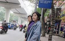"""Đứng chờ xe buýt bên đường, cô gái khiến dân mạng nỗ lực """"truy tìm"""" danh tính vì quá xinh"""