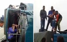 Xe tải bị đâm nát đầu, tài xế gào khóc đau đớn trong buồng lái