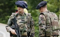 Pháp điều quân đội, xe tăng đến gần biên giới Nga