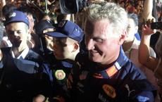 Tay đua huyền thoại David Coulthard trong vòng vây hàng ngàn người ở Mỹ Đình