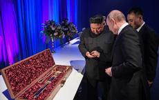 """Ý tưởng lớn gặp nhau: Ông Putin hướng dẫn ông Kim cách... tránh vận rủi khi 2 bên trao đổi """"vật báu"""""""