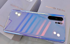 """""""Cơn bão"""" giảm giá quét qua, điện thoại Huawei tiếp tục lao dốc không phanh"""