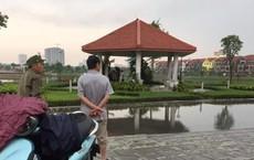 Người đàn ông chết dưới hồ nước ở Bắc Ninh, bụng và cổ có vết đâm