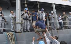 Người Philippines cảm kích trước hành động tử tế của tàu Việt Nam: Người bạn gặp trong lúc khó khăn hoạn nạn mới thực sự là bạn